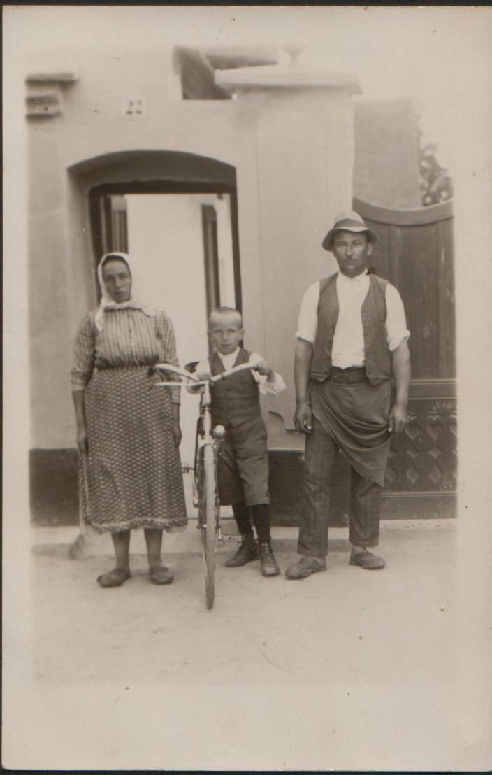 Familie-Kirnbauer-1929-copy.jpg