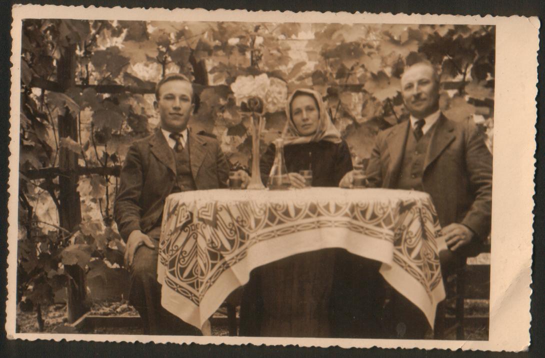 Familie-Kirnbauer-1941-copy.jpg