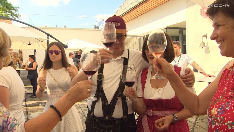 In zwei Tagen startet das Rotweinfestival ansehen