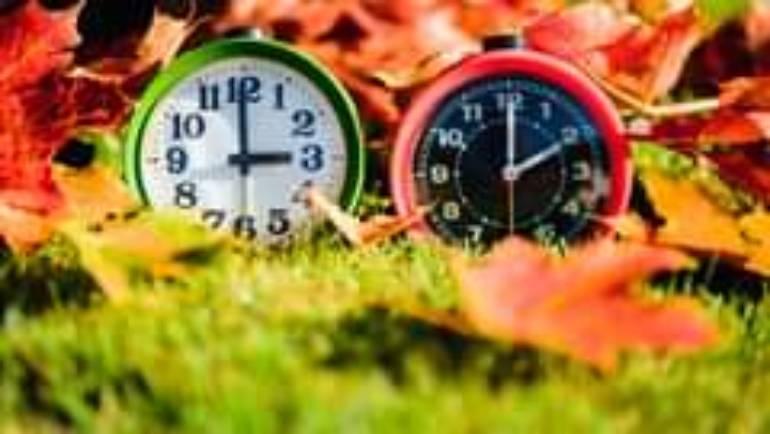 Wer hat an der Uhr gedreht – ist es wirklich schon so spät?!…
